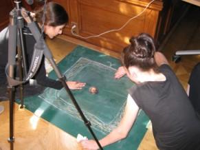 Workshop: Trickfilm produzieren. Ob mit Kreide, Papier, Naturmaterialien oder gar euch selbst produzieren wir einen Stopmotionfilm.