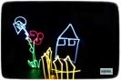 Workshop: Lichtmalerei. Mobiles Angebot für zu Hause, im Museum, auf der Straße oder im Wald Light Painting ist eine fotografische Technik, die bereits 1889 zum ersten Mal ausprobiert wurde. Nicht nur Picasso oder Man Ray waren fasziniert von diesen Bildern – entdeckt den Künstler in euch! Es darf getüftelt, gebaut, getanzt und natürlich gelacht werden. Wir experimentieren in der Dunkelheit mit selbst gebauten Schablonen und verschiedensten Lichtquellen von der Fahrradlampe bis hin zum Lichtschwert. Fast wie von selbst, entstehen dabei kuriose und einzigartige Bilder. Einen ersten Eindruck könnt ihr in der Fotogalerie erhalten. Als Geburtstagsangebot: zu Hause oder im Deutschen Kleingärtnermuseum Für Gruppen oder Familien: Outdoor am See oder Wald – Waldgeister rufen Schulen: direkt vor Ort als Workshop oder als GTA-Angebot